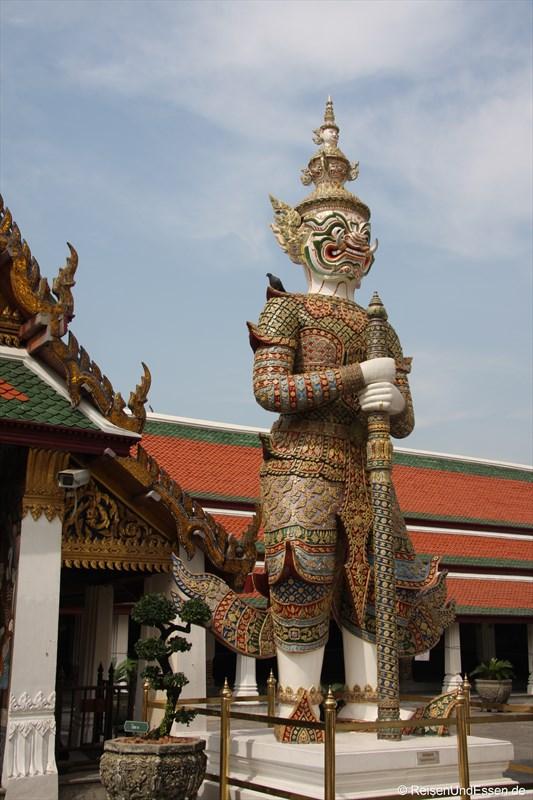 Wächterfigur Yaksha im Wat Phra Kaeo