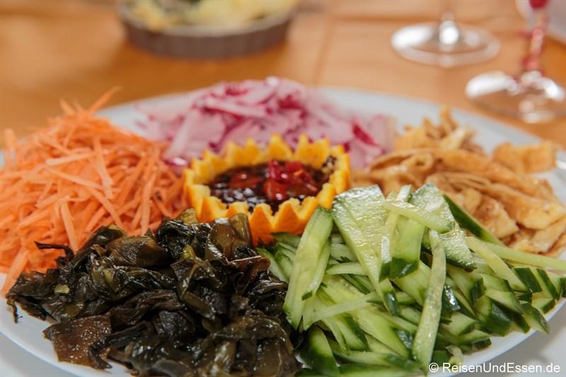 Salatplatte mit Seetang