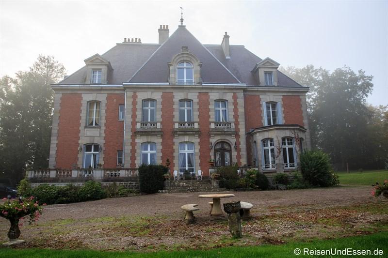 Chateau de la Presle im morgendlichen Nebel