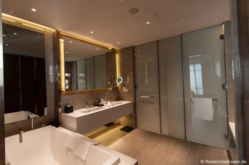 Badezimmer in der Panorama Suite im Sunrise Kempinski Hotel Beijing