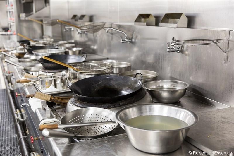 Küche im Restaurant Magnolia im Sunrise Kempinski