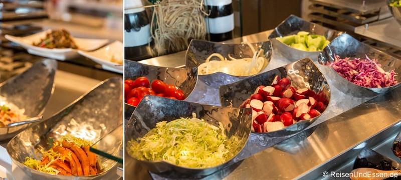 Salate beim Buffet im Sunrise Kempinski
