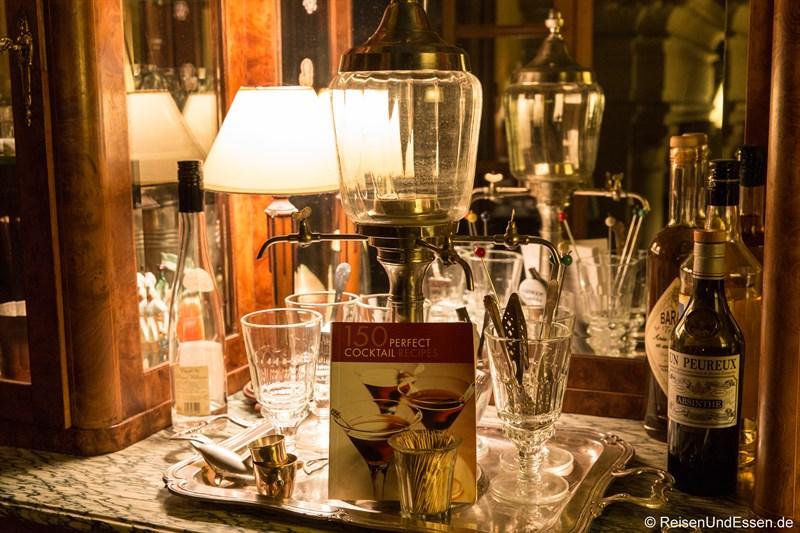 Bar nach dem Diner im Chateau de la Pressle