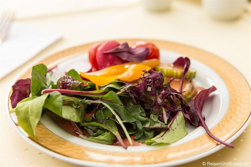 Salat beim Frühstück