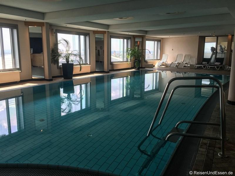 Schwimmbad im Maritim Frankfurt