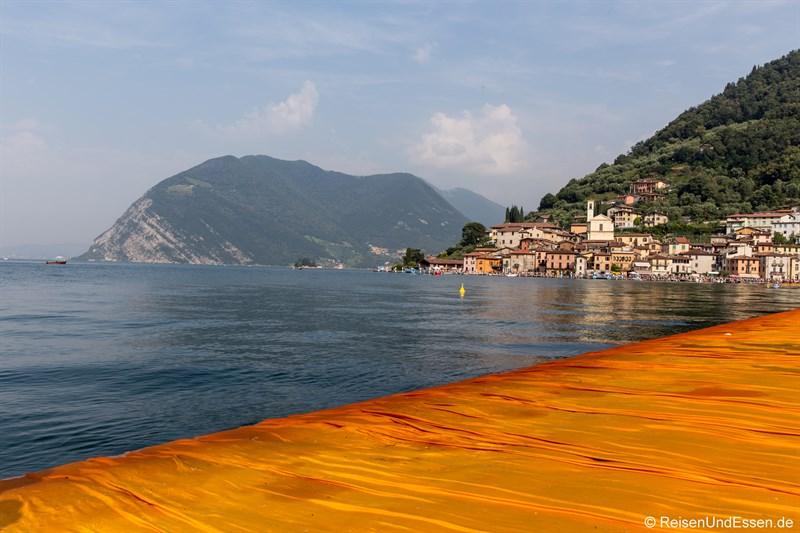 Schwimmender Steg zur Monte Isola