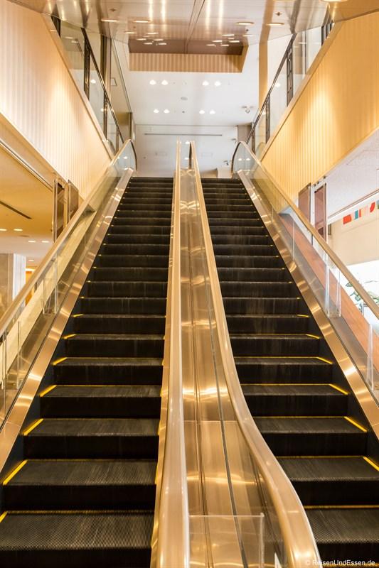 Rolltreppe in das Hotel