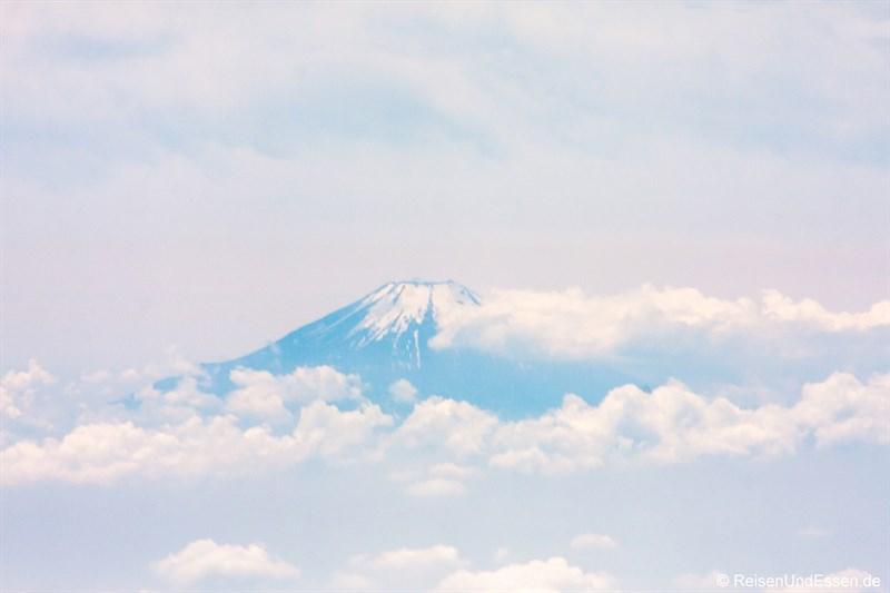 Blick auf Fuji vom Flugzeug nach Start in Tokyo