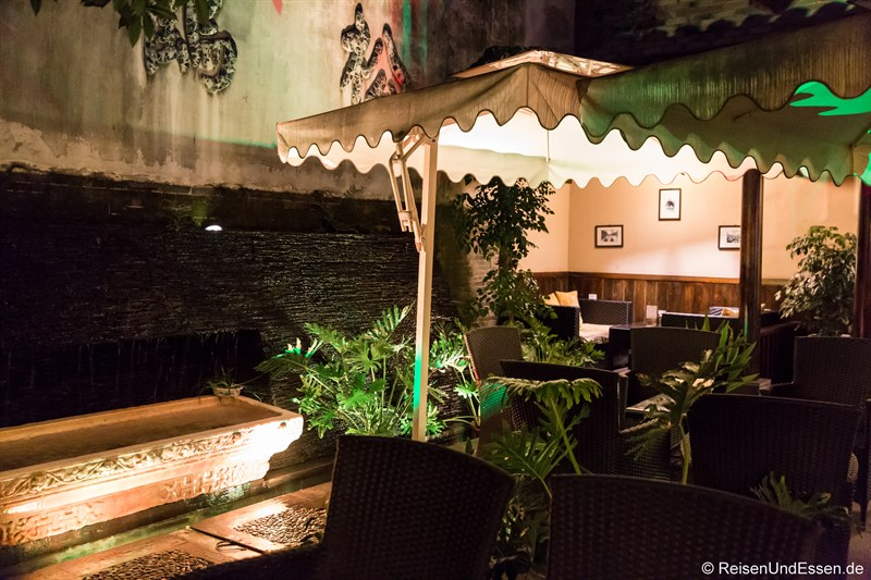 Innenhof bei Nacht im Hotel in Chengdu