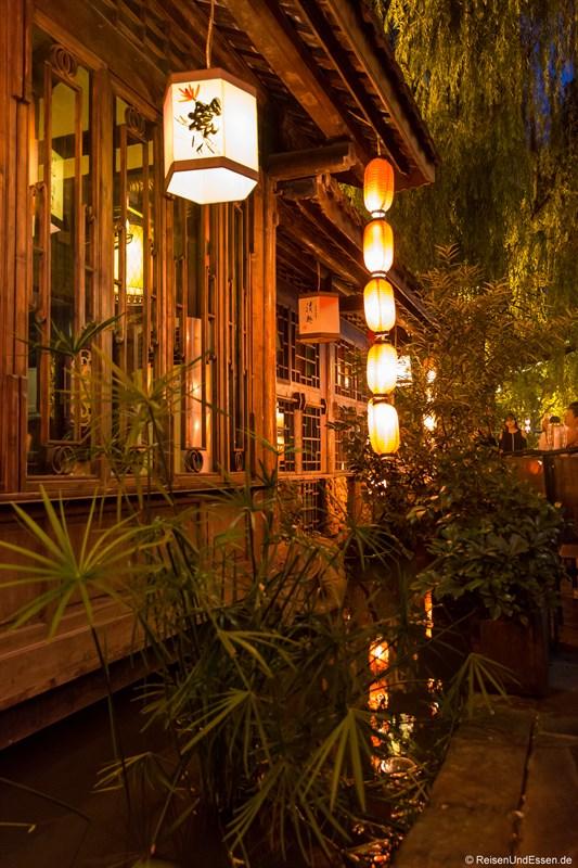 Teehaus in der Jinli Strasse bei Nacht
