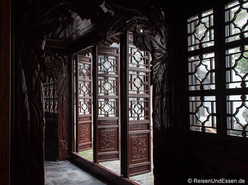 Türen im Lion Grove Garden