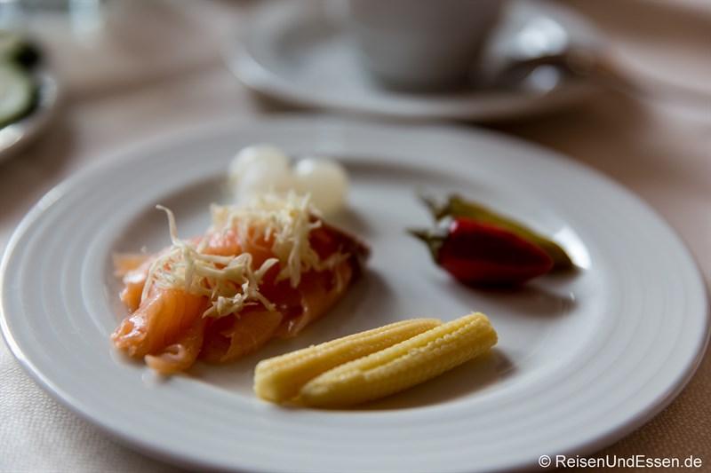 Frühstück mit Lachs und Meerrettich