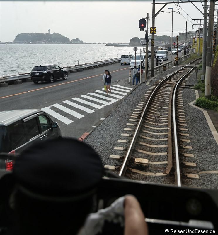 Mit der Enoden-Bahn zur Insel Enoshima