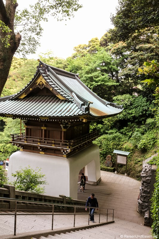Tempel und Treppen in Enoshima