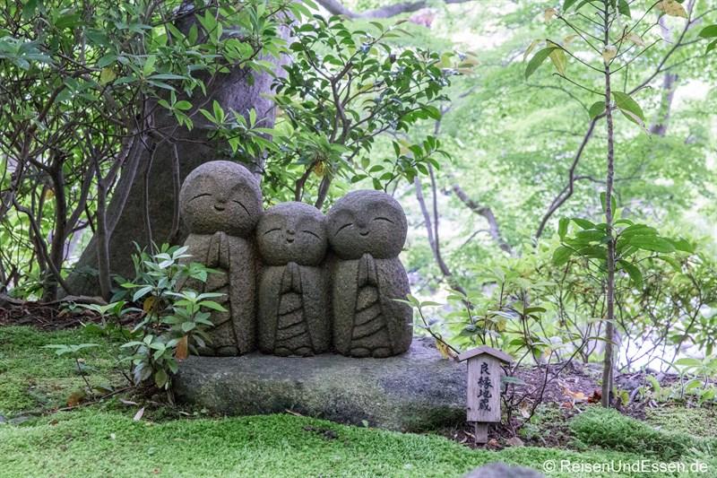 Betende Figuren im Tempel Hase-dera