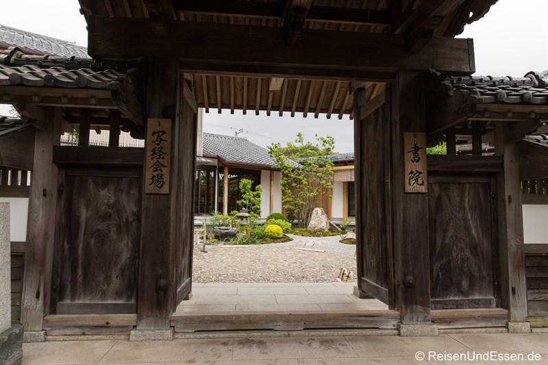 Eingangstor zu einem japanischen Garten