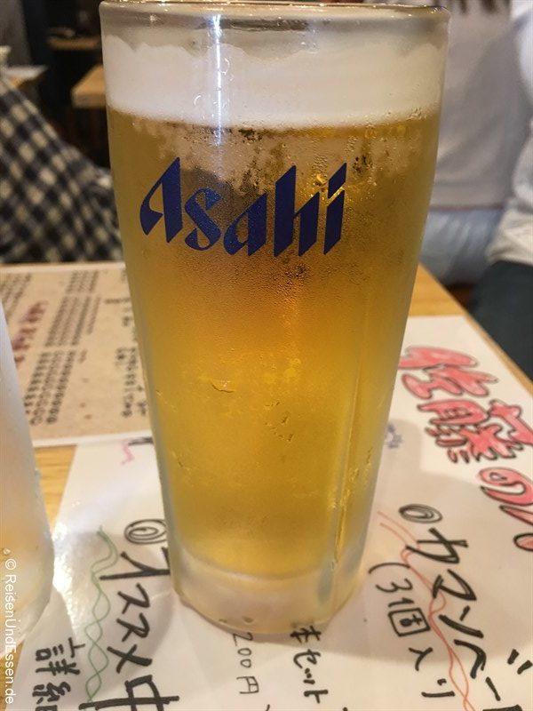 Asahi Bier in der Bar in Fujisawa