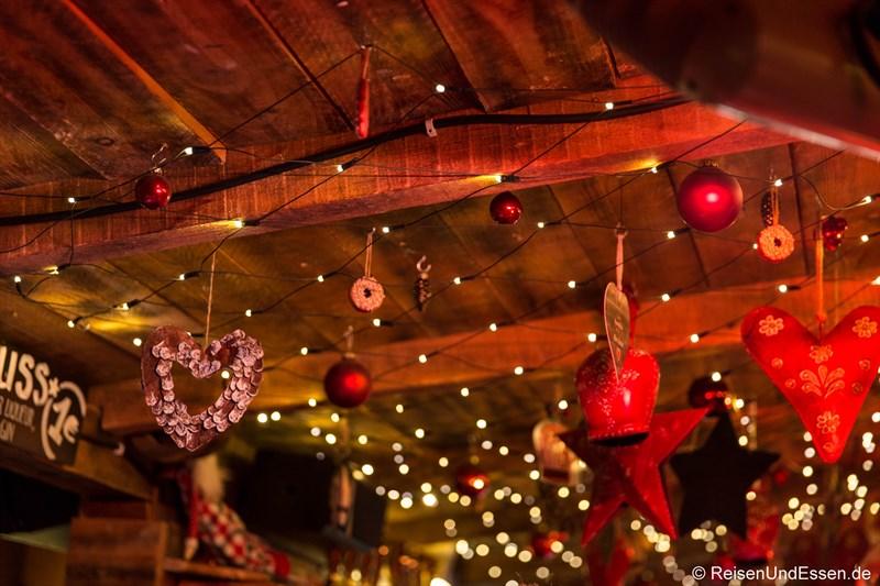 Weihnachtsdekoration beim Tollwood Winterfestival