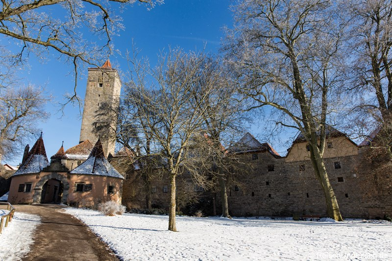 Burgtor mit Stadtmauer in Rothenburg