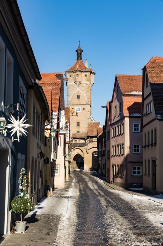 Klingentor im Sonnenlicht beim Rundgang in Rothenburg ob der Tauber