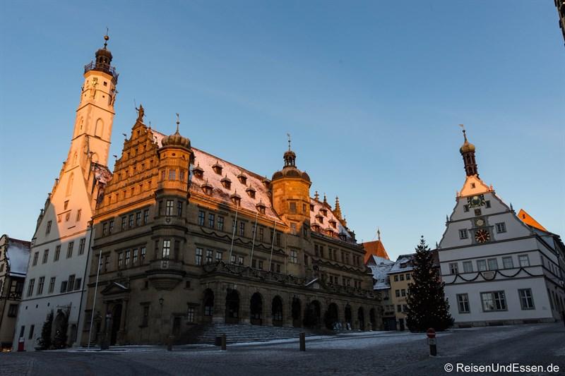 Rathaus und Ratstrinkstube zum Sonnenaufgang
