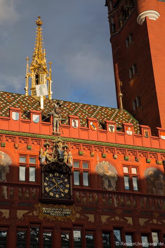 Fassade des Rathaus in Basel