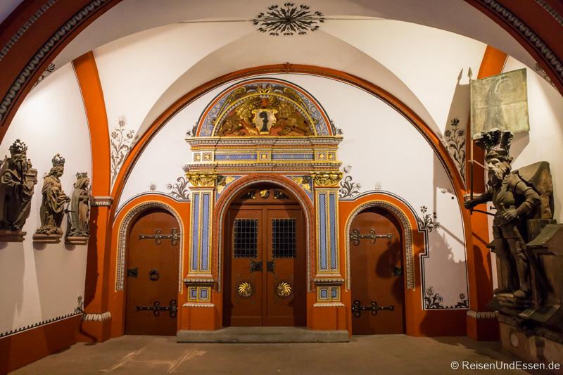 Arkaden im Innenhof im Rathaus in Basel