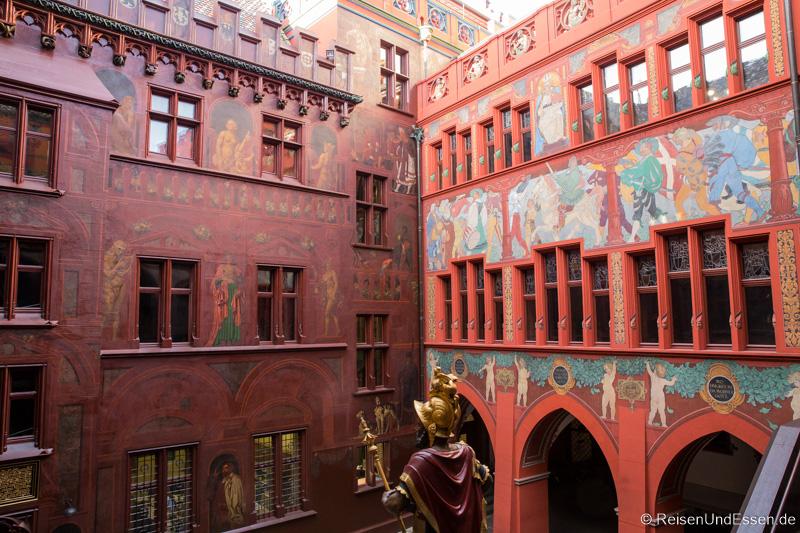 Innenhof des Rathaus in Basel