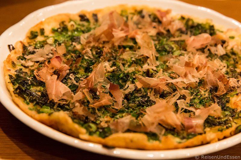 """Japanische """"Pizza"""" im Restaurant in Odawara"""