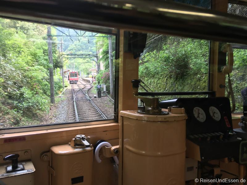 Im Führerstand beim Zug von Hakone Yumoto nach Hakone Gora
