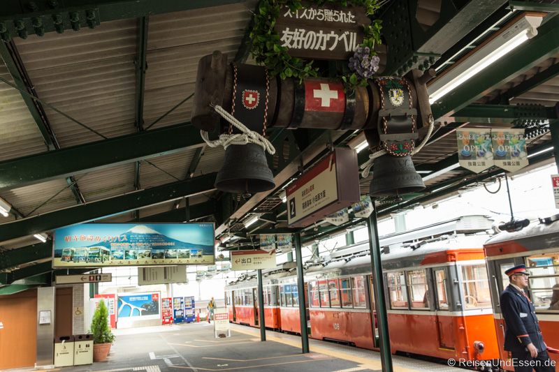 Ankunft im Bahnhof Hakone Gora