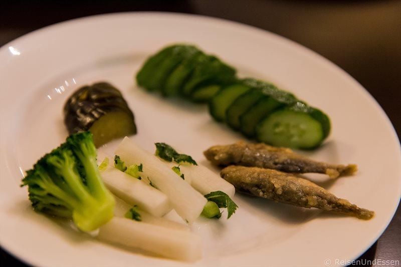 Gemüse und Fisch beim Abendessen im Hotel Green Plaza Hakone
