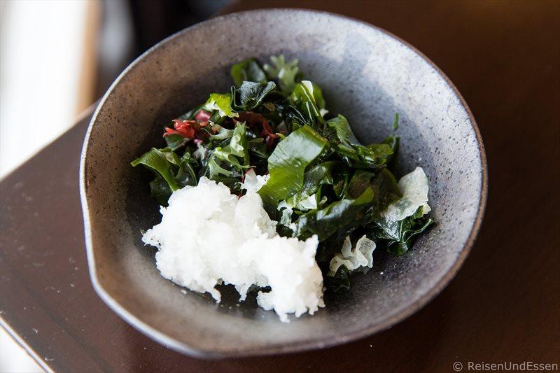 Seetangsalat beim Frühstück