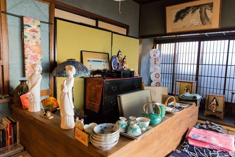 Rezeption im traditionellen Stadthaus bei der Übernachtung in Kyoto