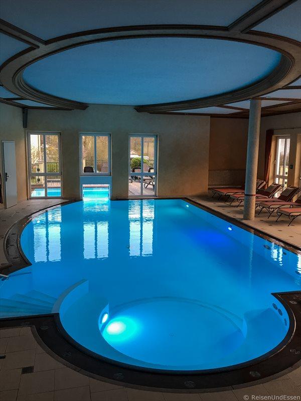 Schwimmbad im Wellness-Bereich im Hotel Dirsch