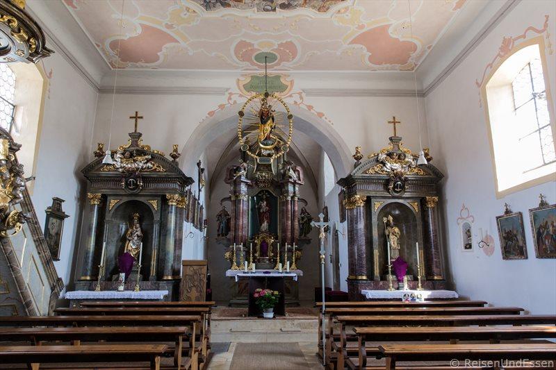 Kirche Sankt Nikolaus in Pfünz im Naturpark Altmühltal