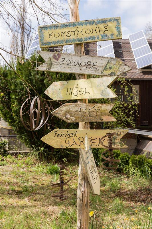 Wegweiser bei der Mühle in Walting im Naturpark Altmühltal