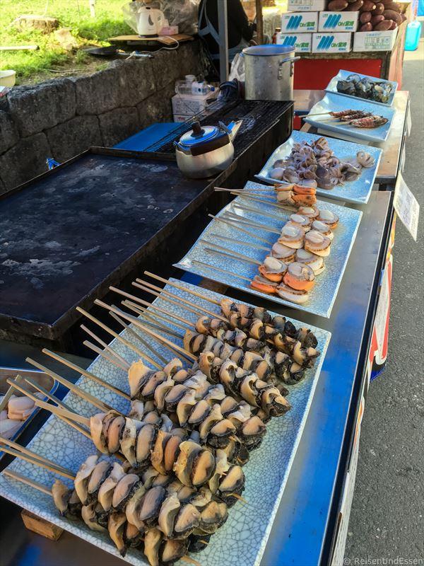 Imbiss mit Meeresfrüchten bei Fushimi Inari