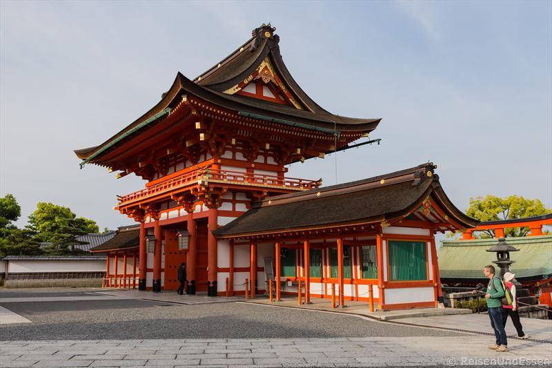 Großes Tor im Fushimi Inari-Taisha in Kyoto