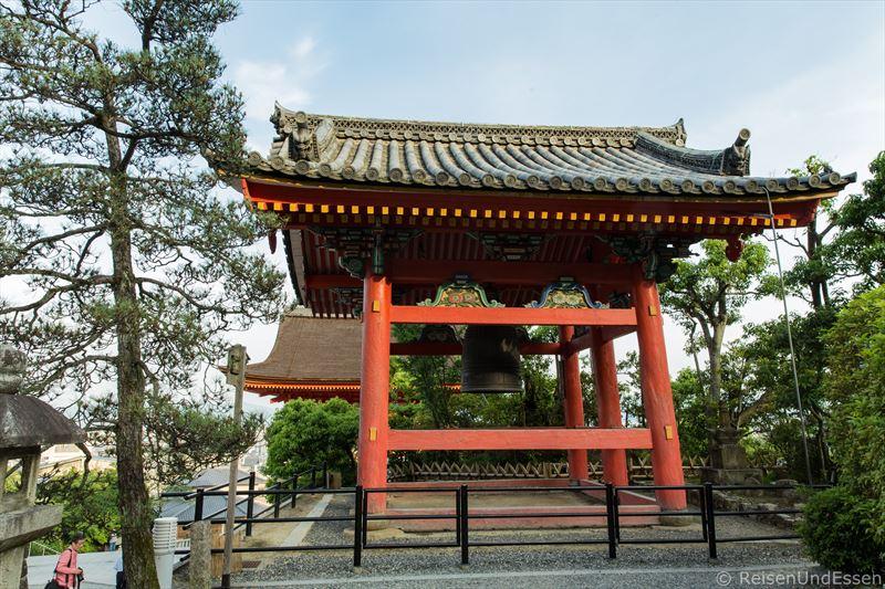 Shoro mit Glocke im Kiyomizu-dera