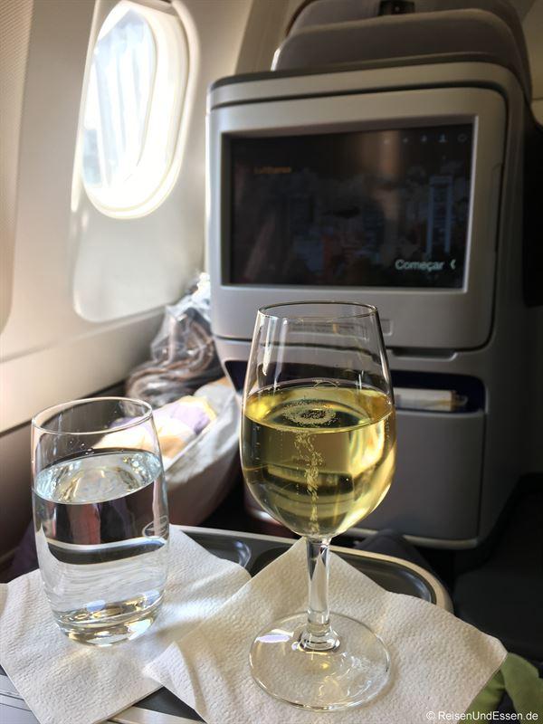 Champagner zur Begrüßung beim Flug mit Lufthansa von Frankfurt nach Bogota