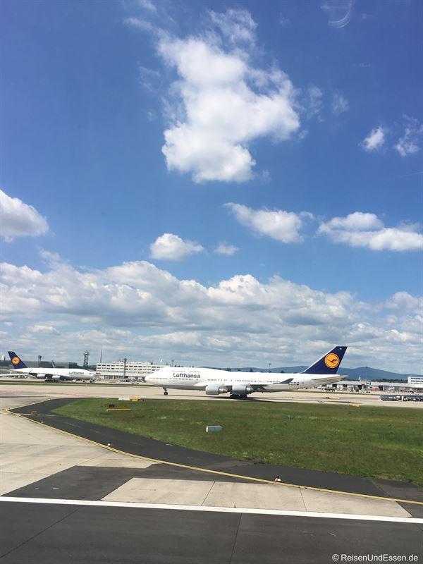 A380 meets B747-8 - Flug von München nach Lima mit Lufthansa in der Business Class