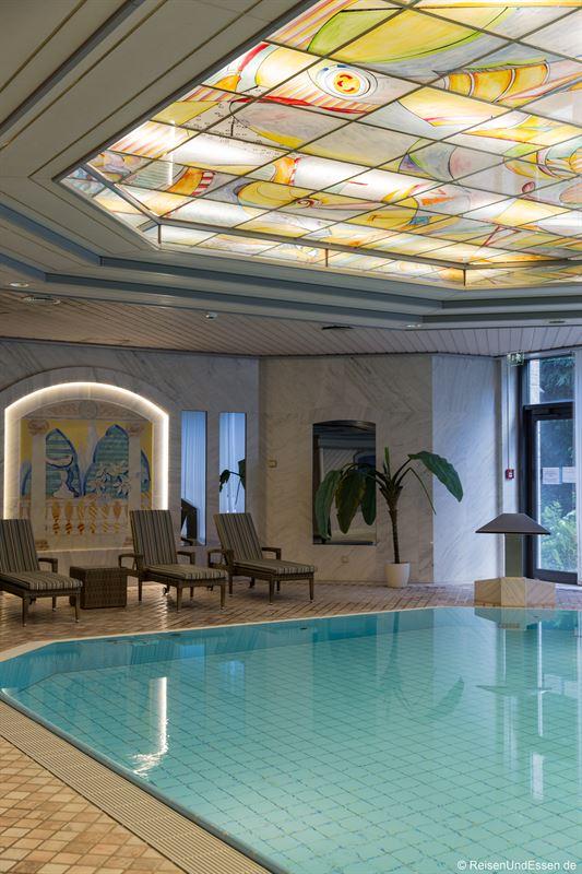 Pool im Maritim Hotel Ulm