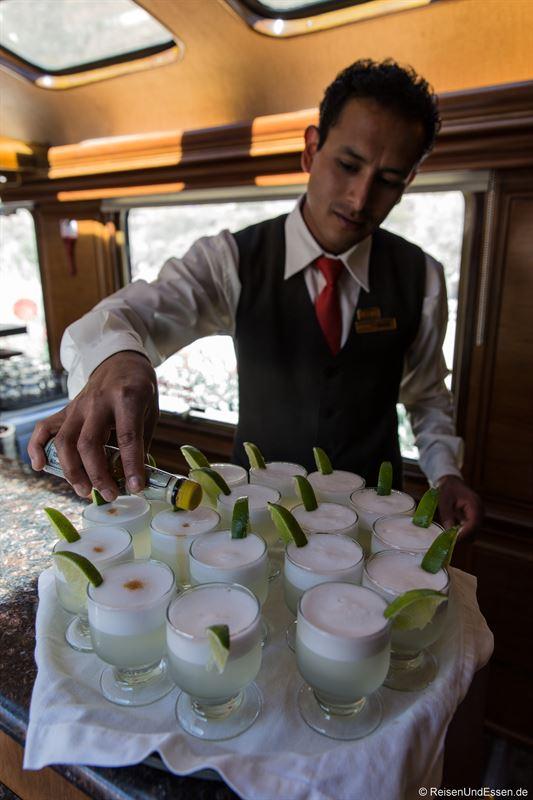 Zubereitung von Pisco Sour an der Bar