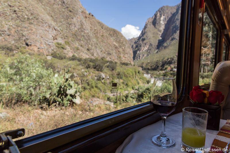 Zugfahrt mit Inca Rail von Ollantaytambo nach Aguas Calientes