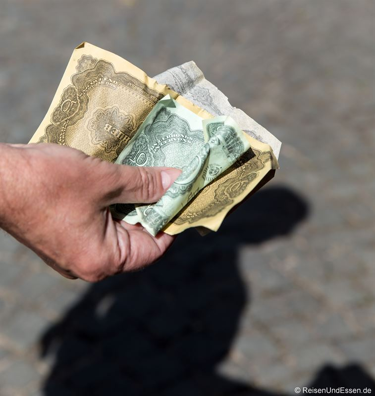 Geld bei der Backstageführung der Nibelungenfestspiele