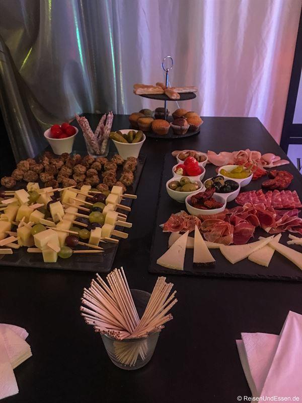 Snacks während der Vorstellungspause in der Heylshof-Lounge