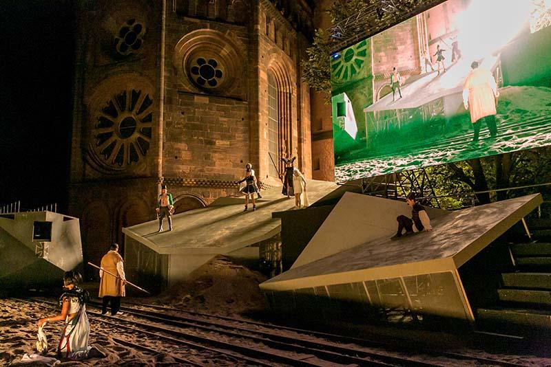 Nibelungen Festspiele in Worms -Szene bei GLUT - Siegfried von Arabien (Foto: David Baltzer)