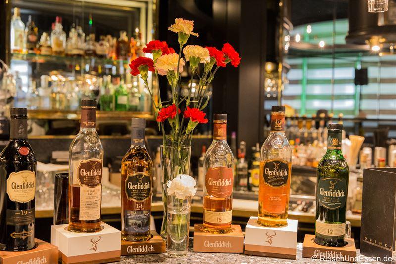 Whiskey in der Piano Bar im Maritim Hotel München
