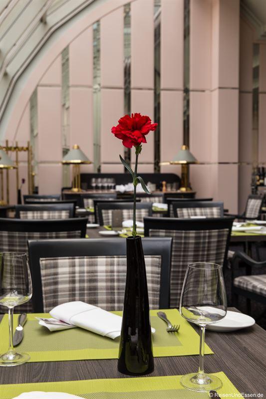 Tisch im Restaurant Wintergarten